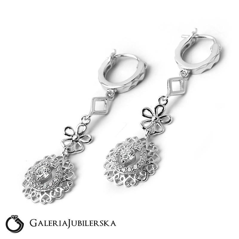 f57104509bf3 Kolczyki srebrne wiszące ażurowe z cyrkoniami 24h Galeriajubilerska.pl